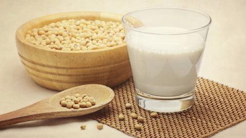 """""""Laptele"""" vegetal şi valoarea lui nutritivă"""