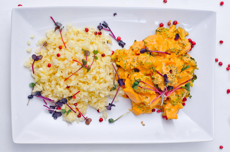 curry de ciuperci si brocoli cu sos de ardei rosu