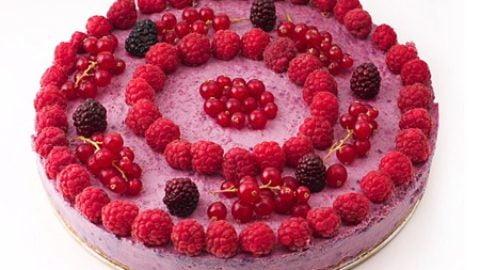 tort raw-vegan de fructe de padure